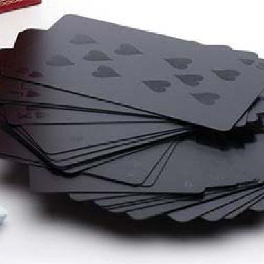 Jeu de cartes imperméable complètement noir